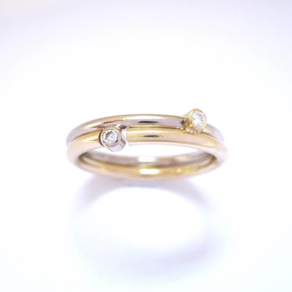 Gold Round Puzzle Ring Supporting