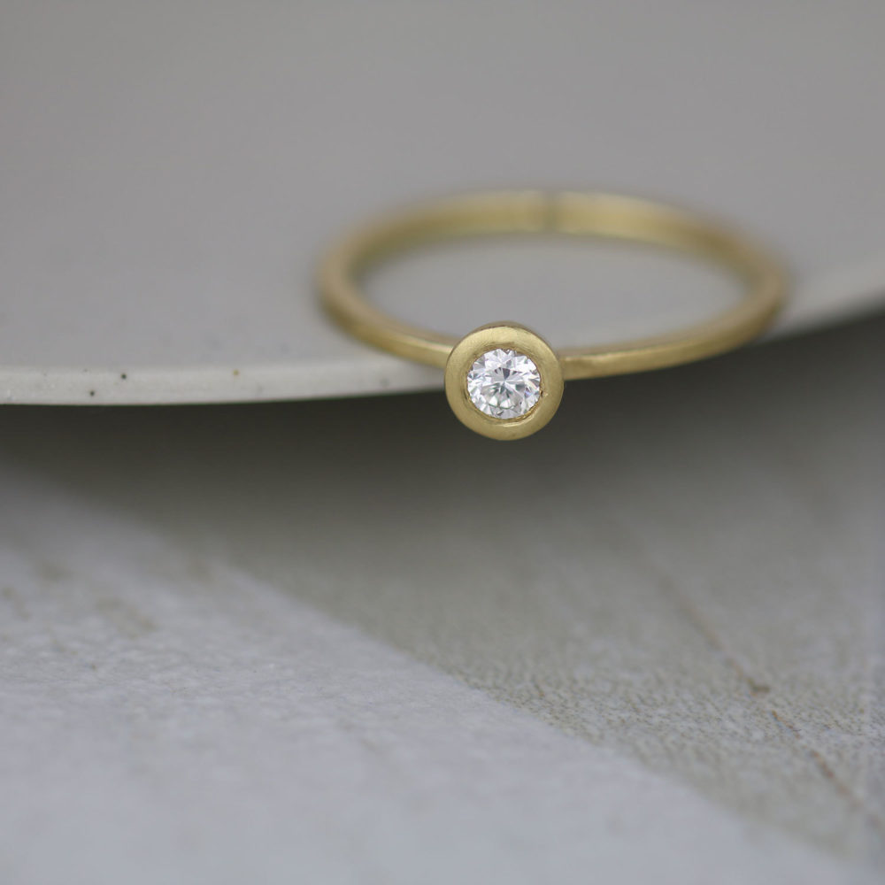 Raised Collet Gold Ring Supporting